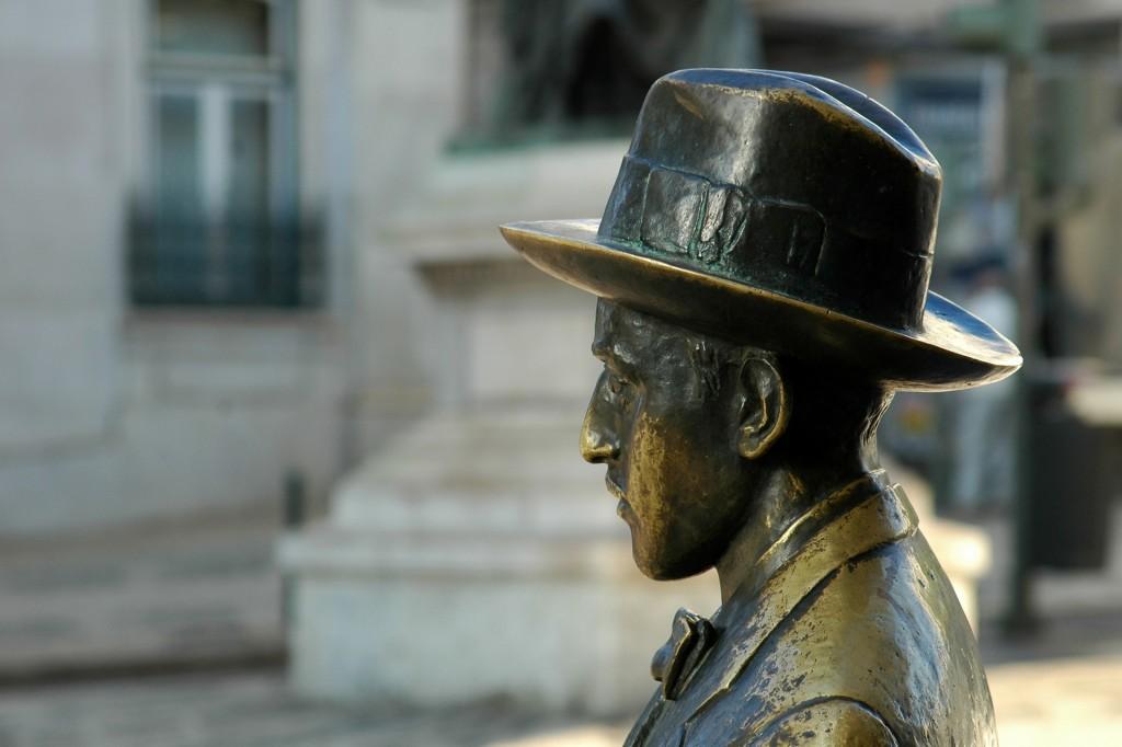 Estátua Fernando Pessoa