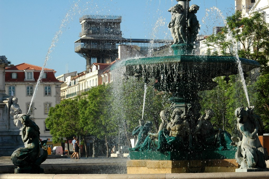 Praça D. Pedro IV, vista para o Elevador Santa Justa